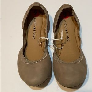 Lucky Brand flat tan shoes size 6M